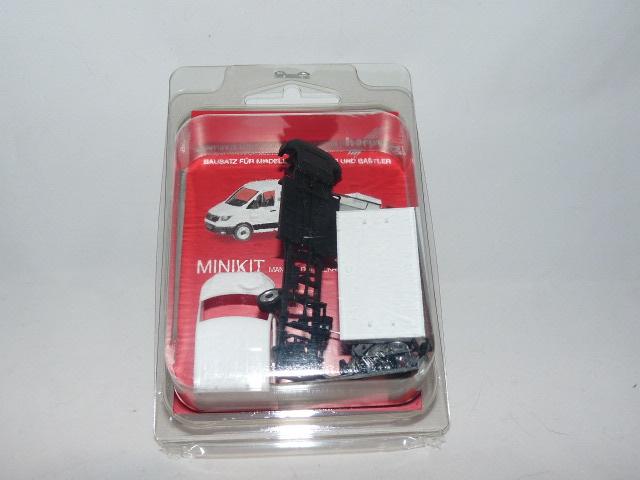 weiß Minikit 1:87 H0 Herpa 013215 MAN TGE Doppelkabine mit Pritsche